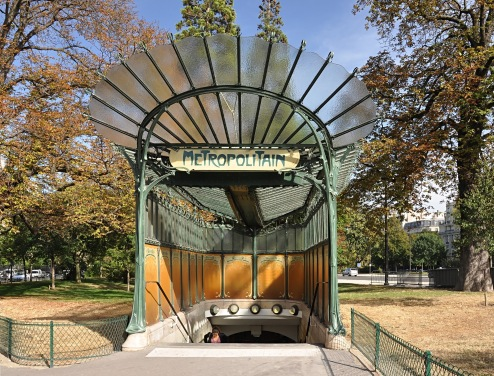 Estação de metrô de Paris de Hector Guimard By Moonik - Own work, CC BY-SA 3.0, https://commons.wikimedia.org/w/index.php?curid=23505635